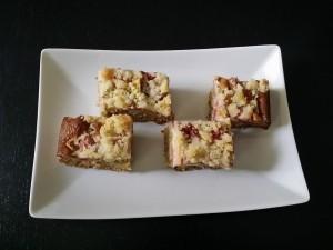Przepis naorzeźwiające ciasto zrabarbarem ikruszonką: