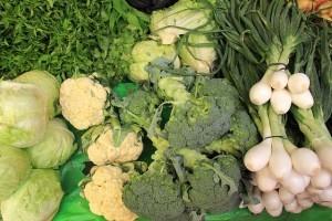 Luteina doorganizmu musi być dostarczana zzewnątrz zpożywieniem. Największe ilości tego związku znajdują się wzielonych warzywach iowocach orazżółtku jaja.